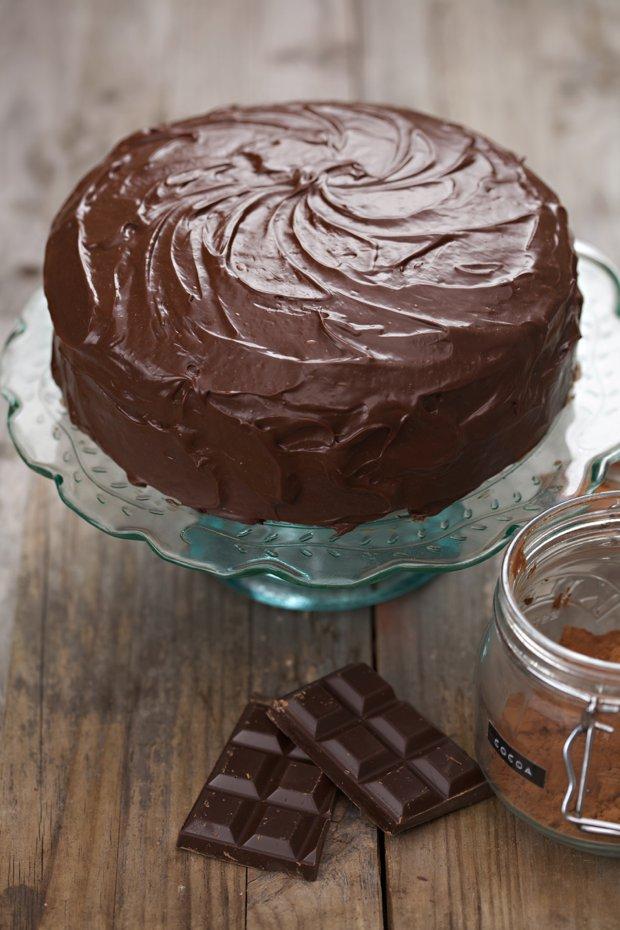 711 chocolate fudge cake main